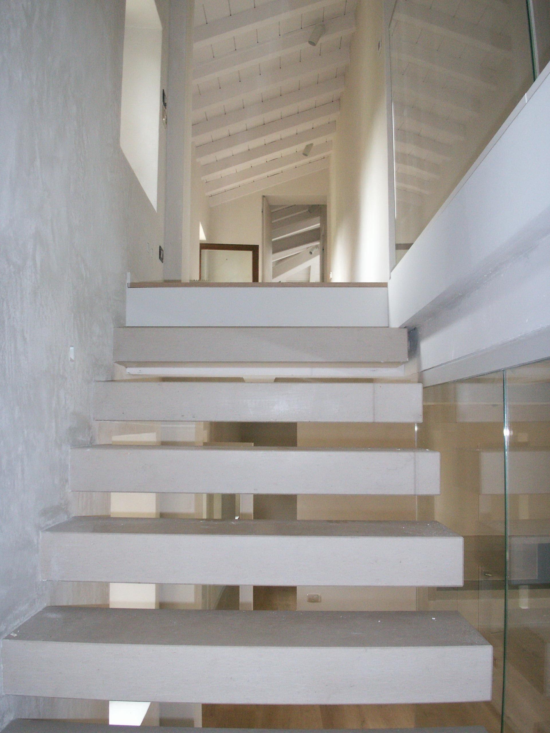 Scale in pietra e marmo pavimenti e rivestimenti di resedile - Scale in marmo moderne ...